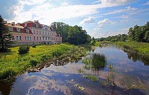 Pärnu County - Image: Laupa mõisa peahoone jõega