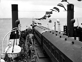 Loaded train ferry crosses the Yangtse at Nanjing (1930s).jpg