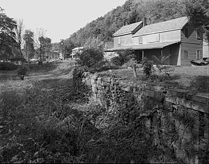 Pennsylvania Canal (West Branch Division) - Lock No. 34 and lock keeper's house at Lockport