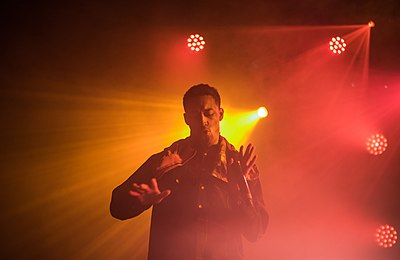 Picture of a band or musician: Loyle Carner