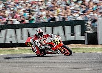 Luca Cadalora - Luca Cadalora, riding his Yamaha YZR500 at the 1989 British Grand Prix
