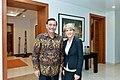 Luhut Binsar Panjaitan bersama Menteri Luar Negeri Australia, Julie Bishop.jpg