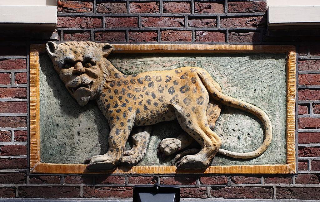 > Gevelsteen (ou pierre de façade) à Amsterdam - Photo d'Alf van Beem