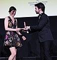 Luisa Cowell recibe Medalla del CEC.jpg