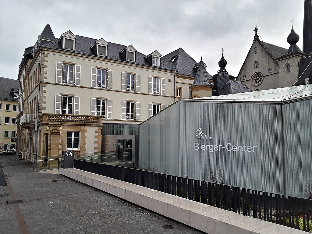 Fichier luxembourg place guillaume ii bierger for Maison moderne luxembourg wikipedia
