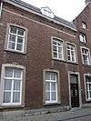 foto van Huis waarvan de lijstgevel een geheel vormt met die van de nrs 4 en 6