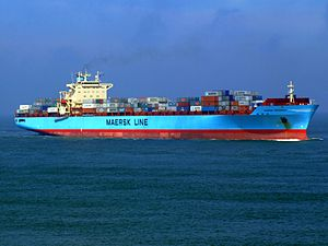 Maersk Greenock p4 approaching Port of Rotterdam, Holland 08-Apr-2007.jpg