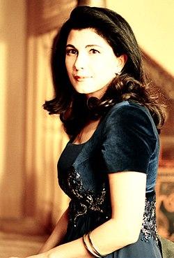 Majida El Roumi in a portrait from 1994.jpg