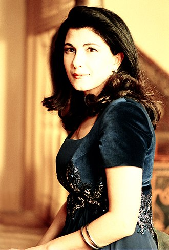 Majida El Roumi - Portrait of Majida El Roumi in 1996