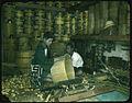 Making wooden barrels (17981973950) (2).jpg