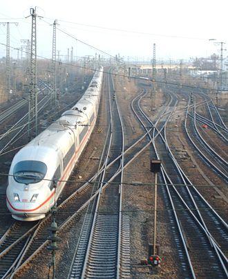 Mannheim–Stuttgart high-speed railway - Image: Mannheim Containerbahnhofbrue cke