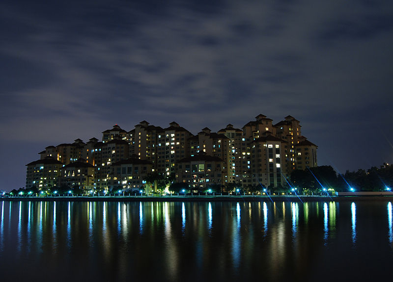 File:Marina City Park (night).jpg