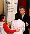 Mauricio Macri entregó diplomas a los alumnos que publicaron una primera antología de cuentos y poemas (7315836272).jpg