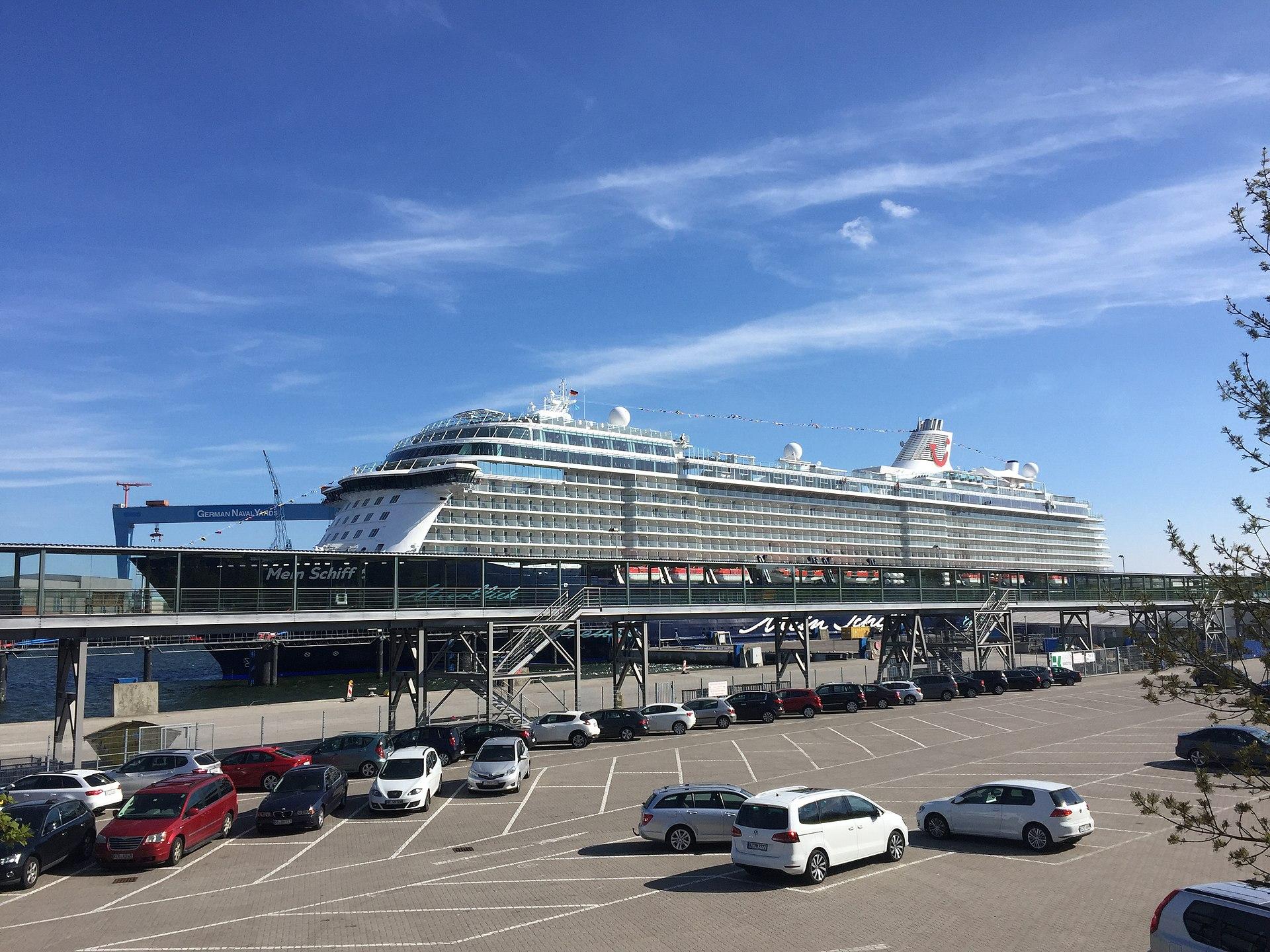 Mein Schiff 6 in Kiel am Ostseekai