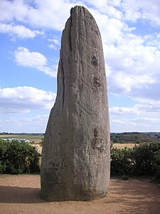 Menhir in Saint-Macaire-en-Mauges.jpg