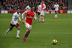 Mesut Özil on the ball 6 (15799143004)