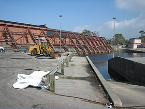 Drainage in New Orleans - Image: Metarie Pumping Station 6River Side