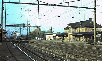 Perryville station - A Metroliner passes through Perryville station in 1979