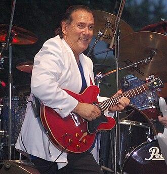 Mike Pinera - Pinera performing in 2009