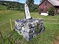 Milstolpe från 1773 vid länsväg Y 908 söder om Sidensjö kyrka, Örnsköldsvik (01).jpg