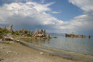 Mono lake tufas.jpg