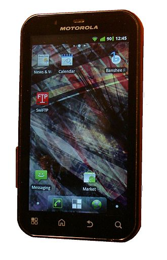 Motorola Defy - Image: Motorola Defy crop 2
