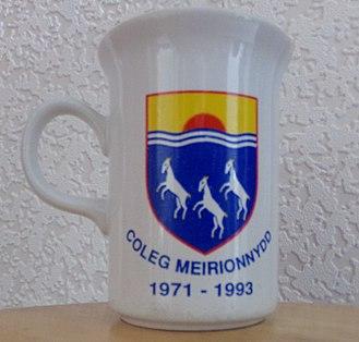Coleg Meirion-Dwyfor - Mug bearing the college coat of arms