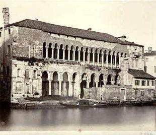 Il Fontego dei Turchi nel 1853-1858, poco prima del restauro. Foto di Carlo Naya (1816-1882).