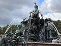 Neptunbrunnen 059.jpg