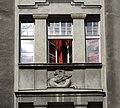 Noakowskiego 10 okno z gryfem.jpg