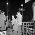 Noord-Afrikaanse mannen staan bij een metroingang, Bestanddeelnr 254-0024.jpg