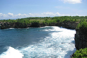 Nusa Lembongan - Typical limestone cliff-line of south-west Nusa Lembongan