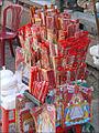 """Offrandes destinées à la Déesse """"Ba Chua Xu"""" (Chau Doc, Vietnam) (6602143141).jpg"""