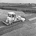 Ontginning, grondbewerking, egaliseren, bezanden, bulldozers, Bestanddeelnr 159-0186.jpg