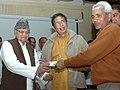 Oscar Fernandes gave away smart cards under the Rashtriya Swasthya Bima Yojna (RSBY) to autotaxi drivers, at a function, in Faridabad, Haryana on February 27, 2014 (1).jpg