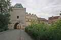 Příhrádek brána od zámku.JPG