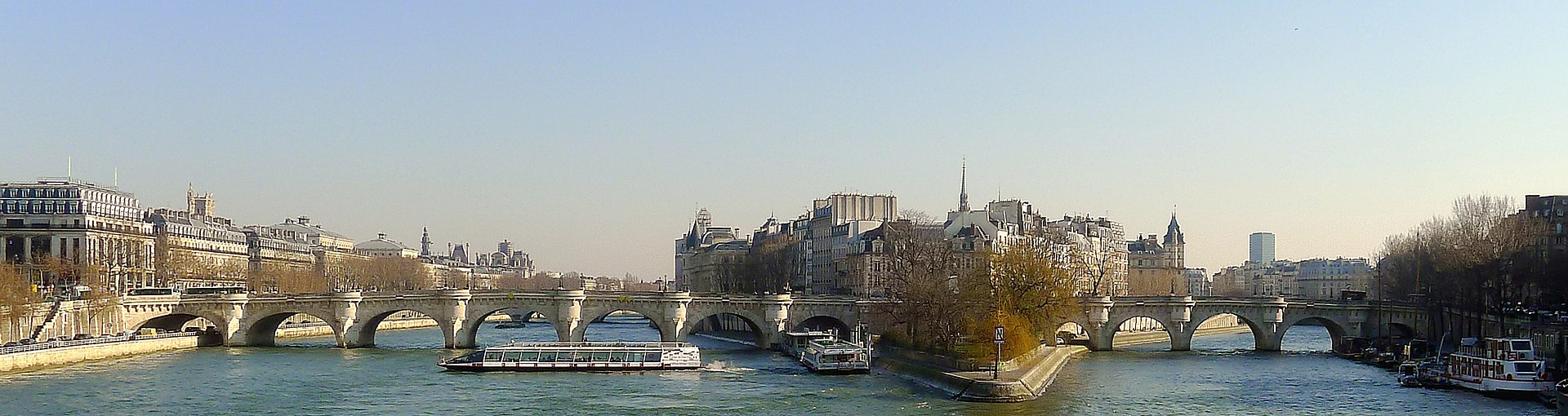 P1080150 Paris Ier et VI pont Neuf rwk.JPG