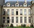 P1280141 Paris IV Jardin des Rosiers Facade hotel Albret rwk.jpg