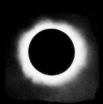 PSM V68 D565 Sun corona of August 20 1905 taken with 40 foot camera.png