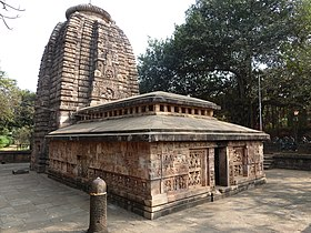 Image of the temple showing the tower and worship hall in the foreground