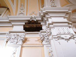 Particolare di una delle grate sita nella Chiesa del monastero, da cui le clarisse ascoltavano la messa.
