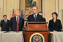Veltroni (al centro), Antonello Soro (a sinistra) e Anna Finocchiaro (a destra) al Quirinale per le consultazioni post-elettorali del 2008
