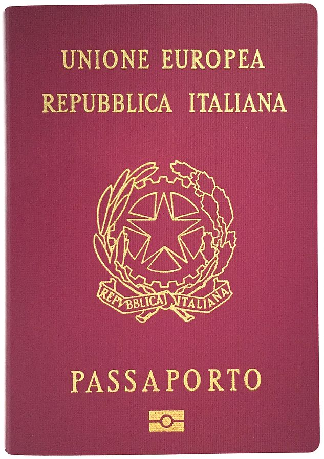 https://upload.wikimedia.org/wikipedia/commons/thumb/0/09/Passaportoitaliano2006.jpg/633px-Passaportoitaliano2006.jpg