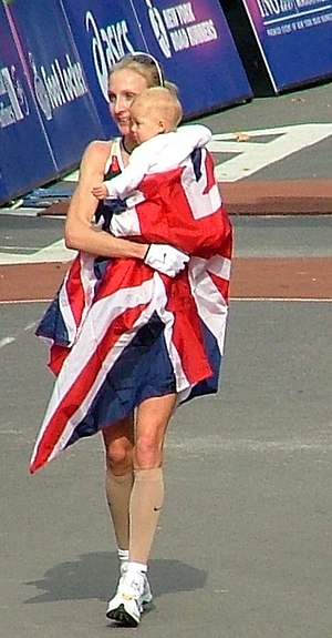 Paula Radcliffe - Paula Radcliffe with daughter Isla at the New York City Marathon, 2007