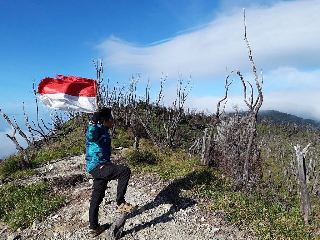 File Pemandangan Alam Menuju Puncak Gunung Talang Solok
