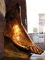 Piede, frammento di una statua della dea Vittoria, da foro di augusto, 2 ac. circa, bronzo dorato 01.JPG