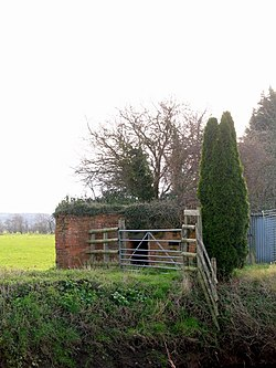 Pill Box in Upper Godney - geograph.org.uk - 676444.jpg