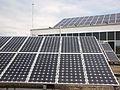Placas solares en la azotea de la Facultad de Ciencias Económicas y Empresariales, Universidad de Cádiz.jpg