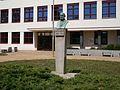Pomník A. Jiráska u ZŠ.jpg