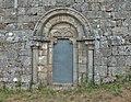Porta lateral da igrexa de Santo Estevo de Grallás, O Páramo.jpg